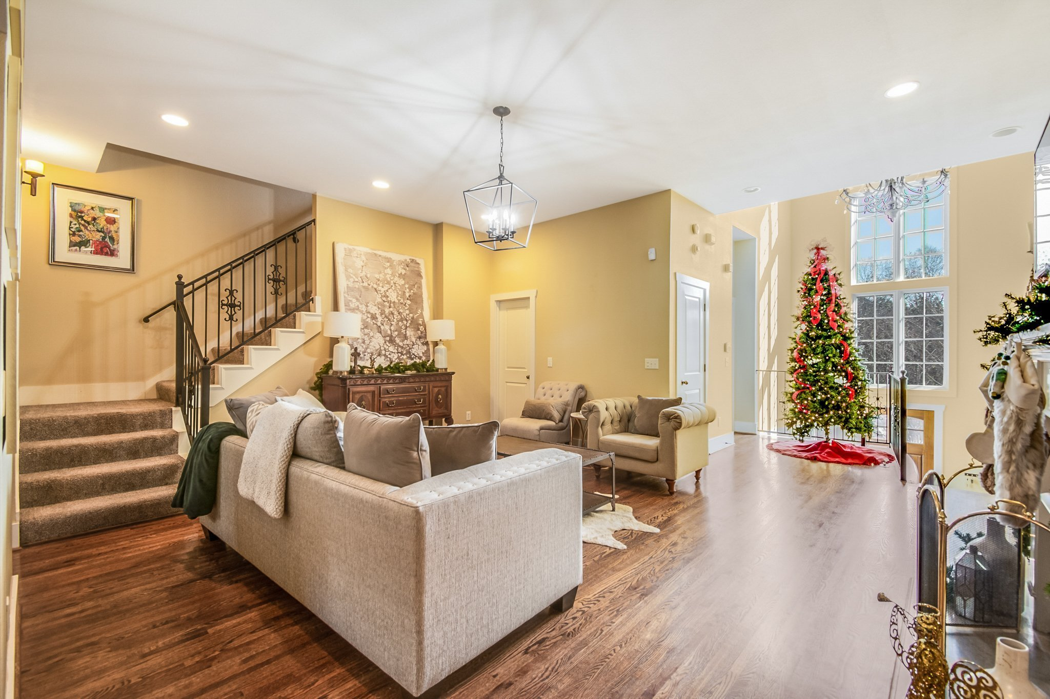 living room shot by real estate photographer Aly Hathcock